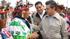 El presidente Enrique Peña Nieto estuvo con los campesinos de las zonas áridas, en Durango, para señalar que revertir la pobreza exige crecimiento económico.