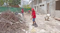 En la supermanzana 40, fraccionamiento Yikal, continúan labores de limpieza integral.