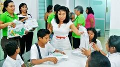 Alumnos que forman parte del programa de educación 10-14 del Sistema para el Desarrollo Integral de la Familia (DIF) Solidaridad recibieron un kit de útiles escolares.