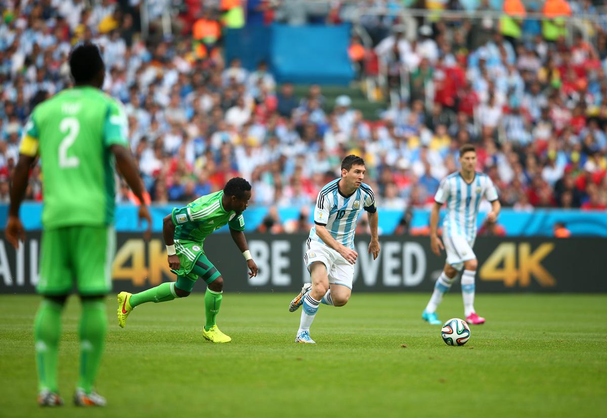 Lionel Messi puso en los octavos de final a Argentina al anotar dos de los tres goles con los que la albiceleste venció a Nigeria. (Foto: Getty Images)