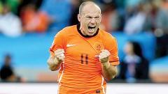 En los octavos de final vs México, Robben encaró a Rafa Márquez, quien le tocó el pie, pero el holandés se tiró como si lo hubieran fracturado. Klaas Jan Huntelaar anotó el penal y Arjen aún es considerado el culpable de la eliminación del Tri.