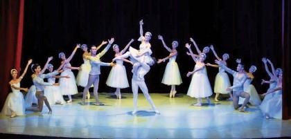 Los bailarines mostraron sus dotes artísticas